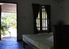 Jc Guest House - Kirinda - Bedroom