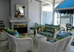 Foghorn Harbor Inn - Marina del Rey - Lobby