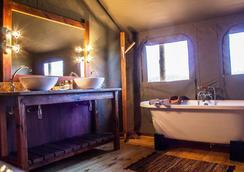 Buffelsdrift Game Lodge - Oudtshoorn - Bathroom