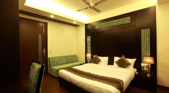 Hotel Zara Grand - New Delhi - Bedroom