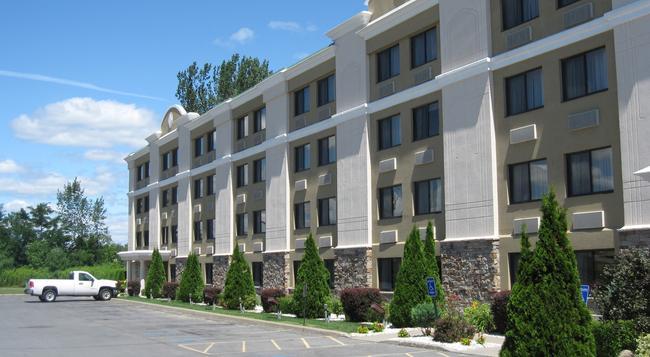 Holiday Inn Plattsburgh (Adirondack Area) - Plattsburgh - Building