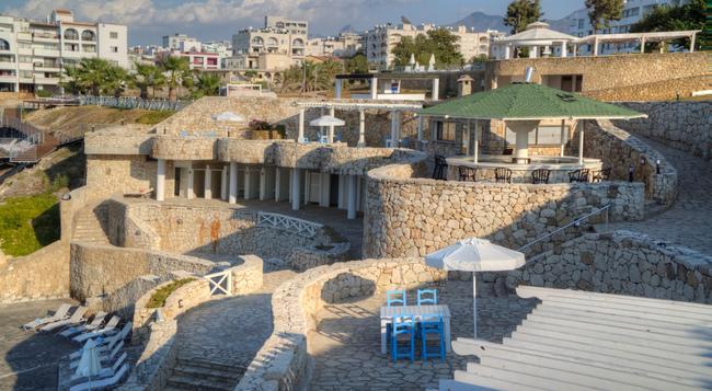 Jasmine Court Hotel & Casino, Kyrenia - Kyrenia - Beach