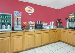 Super 8 Roanoke VA - Roanoke - Restaurant