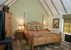 Edgemere Cottages - Carmel-by-the-Sea - Bedroom
