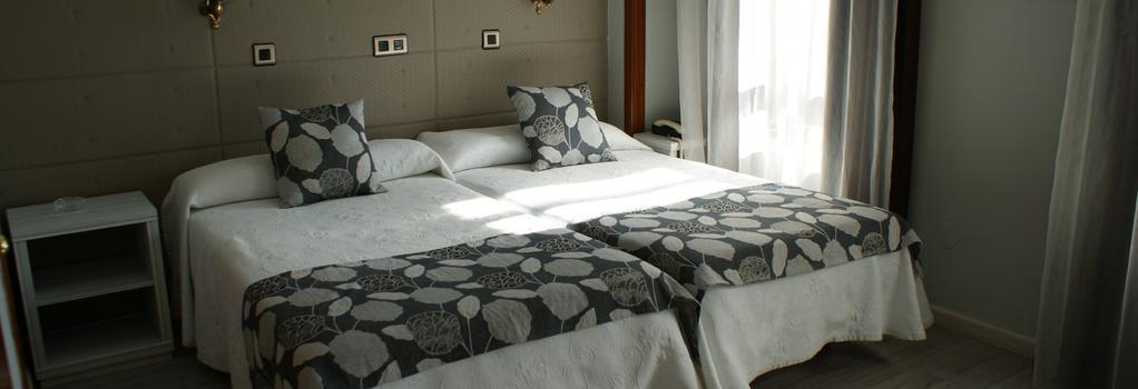 Hotel Los Naranjos - Cáceres - Bedroom