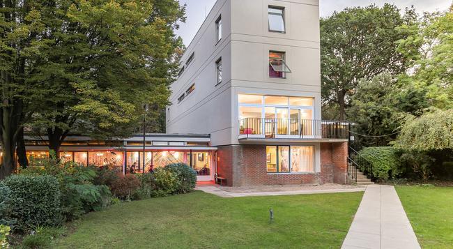 Safestay London Holland Park Hostel - London - Building