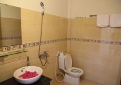 Ferry Homestay - Hoi An - Bathroom