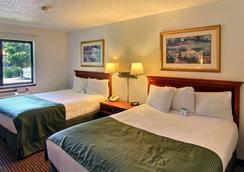 Days Inn & Suites Traverse City - Traverse City - Bedroom