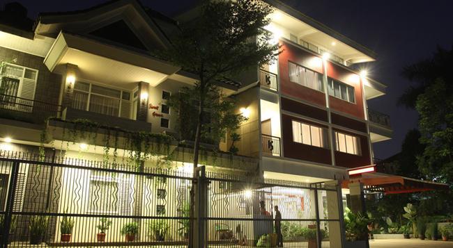 Sweet Karina Hotel - Bandung - Building
