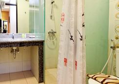 Sweet Karina Hotel - Bandung - Bathroom