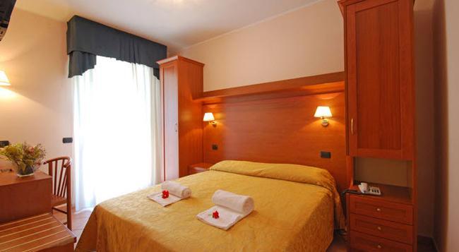 Hotel Jole - Cesenatico - Bedroom