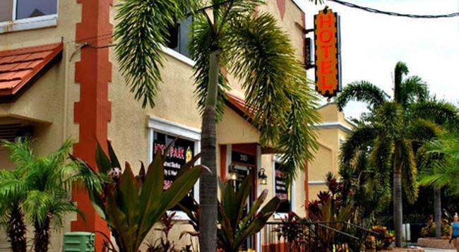 Hyde Park Inn - Tampa - Building