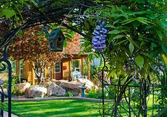 Cali Cochitta Bed & Breakfast - Moab - Building