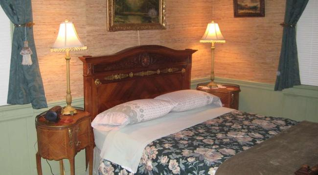 The Parker House Bed & Breakfast - Cincinnati - Bedroom