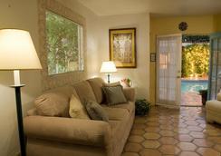 Villa Rosa Inn - Palm Springs - Living room