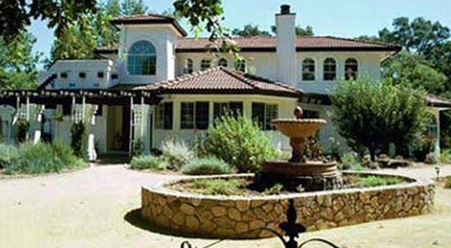 Casalana Gourmet Retreats - Calistoga - Building