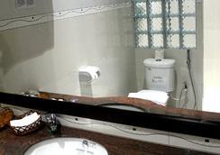Murray Guesthouse - Chau Doc - Bathroom