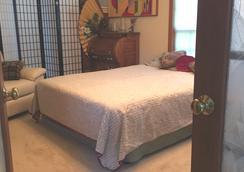 Aunt Louise's Secret - Woodinville - Bedroom
