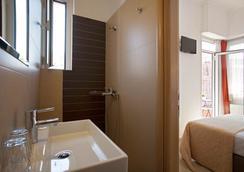 Metropolis Hotel - Athens - Bathroom