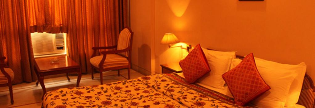 Kailash Parbat - Lonavala - Bedroom