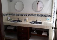 Hotel Casa Correo - San Miguel de Allende - Bathroom