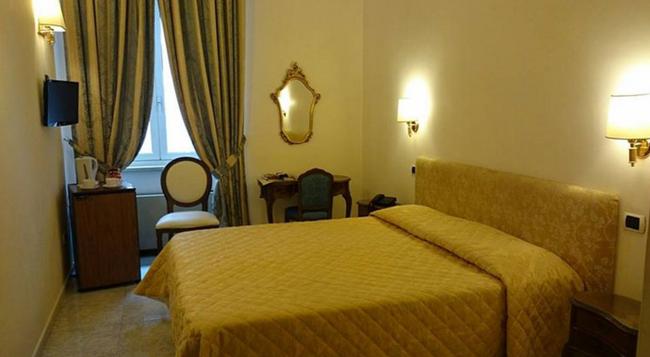 Hotel San Silvestro - Rome - Bedroom