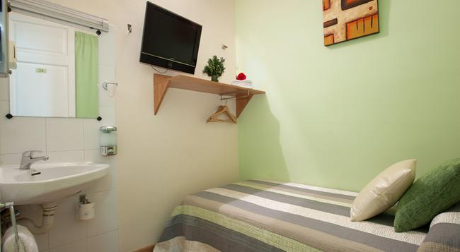 Hostal Felipe 2 - Barcelona - Bedroom
