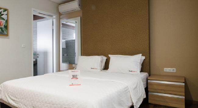 RedDoorz @ Simpang Dago - Bandung - Bedroom