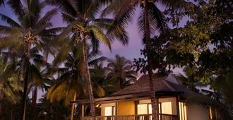 DoubleTree Resort by Hilton Fiji - Sonaisali Island - Nadi - Building