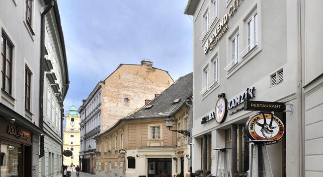Aplend City Hotel Perugia - Bratislava - Building