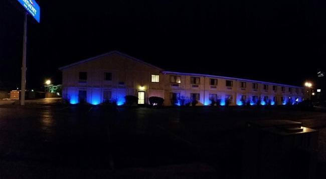 Baymont Inn & Suites Perrysburg - Perrysburg - Building
