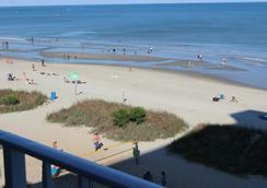 Blu Atlantic Oceanfront Hotel & Suites - Myrtle Beach - Beach