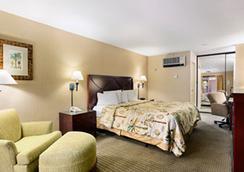 Days Inn And Suites San Diego Near Sea World - San Diego - Bedroom