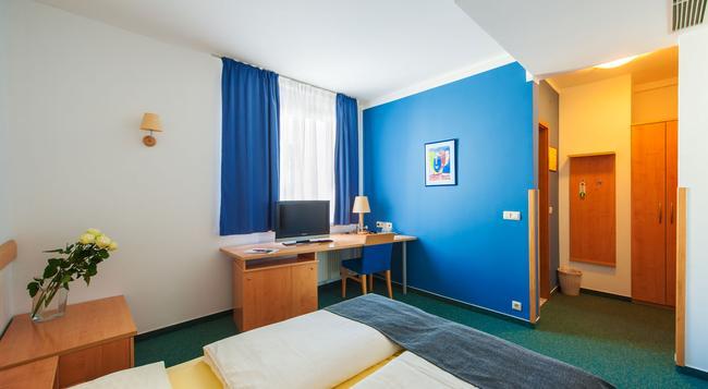 M Hotel Ljubljana - Ljubljana - Bedroom
