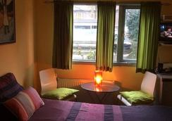 PhilDutch Houseboat Amsterdam Bed and Breakfast - Amsterdam - Bedroom