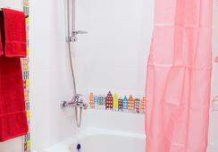 Red Hotel - Novosibirsk - Bathroom