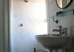 Metropolis Rooms & Services - Fiumicino - Bathroom