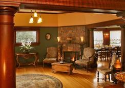 Cabernet House, An Old World Inn - Napa - Living room