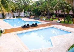 Upfront Hotel Lanville - Foz do Iguaçu - Pool