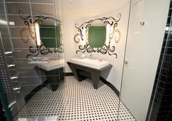 Hotel Chez Swann - Montreal - Bathroom