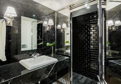 Room Mate Anna - Barcelona - Bathroom