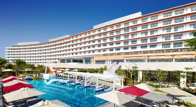 Hilton Okinawa Chatan Resort - Chatan - Building