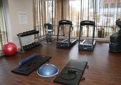 Holiday Inn Express & Suites Buffalo Downtown - Buffalo - Gym