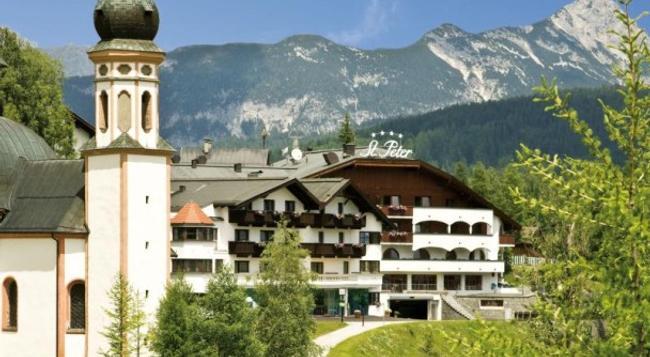St. Peter Hotel & Chalets de luxe - Seefeld - Building