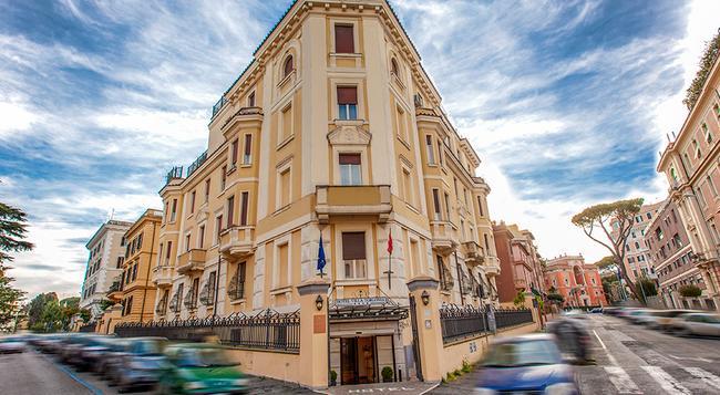 Hotel Villa Torlonia - Rome - Building