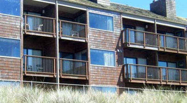 Cozy Cove Beachfront Resort Inn - Lincoln City - Building