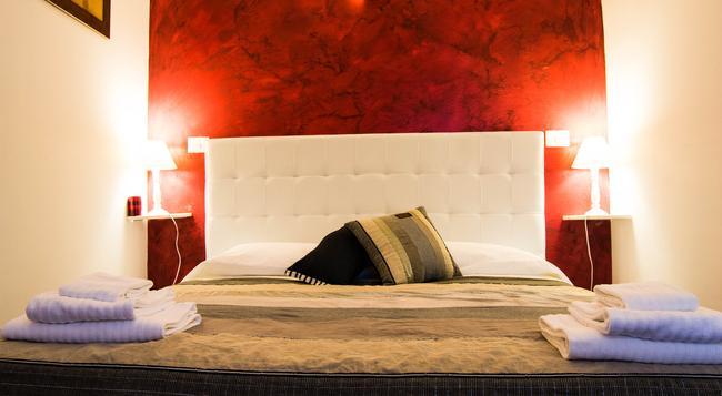 Casa Campo de' Fiori - Rome - Bedroom