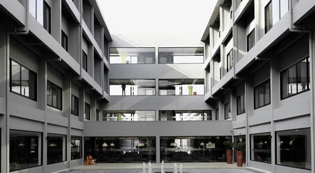 S Ratchada Hotel - Bangkok - Building