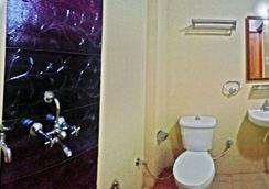Airport Sky Inn - Jaipur - Bathroom