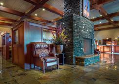 Deerfoot Inn & Casino - Calgary - Lobby